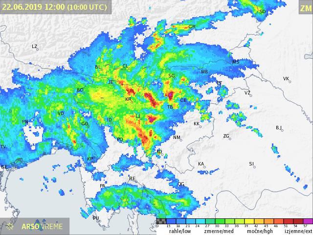 Obilno deževje, ki se je zavleklo v zgodnje popoldne in na mestih povzročilo kar nekaj škode.