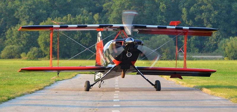 Ultimate. Pet metrov čez krila, štiri čez propeler, petsto konjev in repno kolo. Kdo? Jaz? Da lažem?